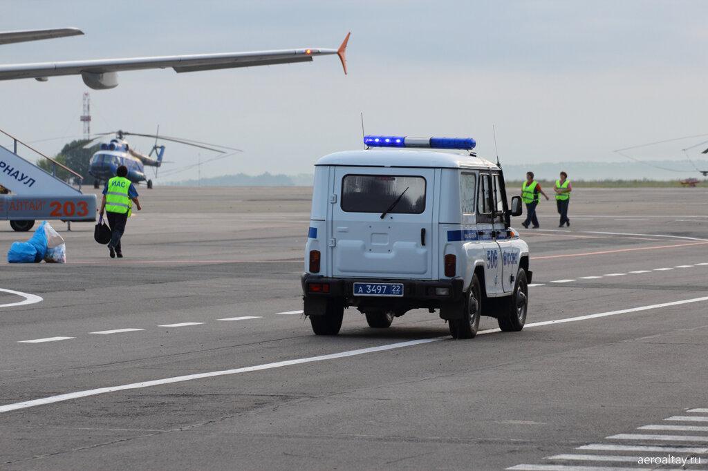 Полиция в аэропорту Барнаула