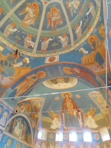 Интерьер храма Архангела Михаила в Алупке