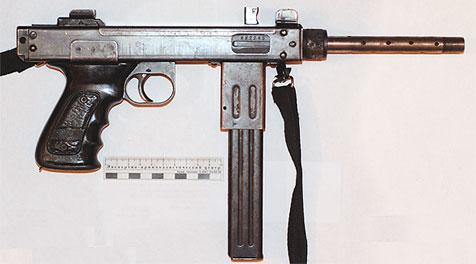Отстреливал пистолет-пулемёт.