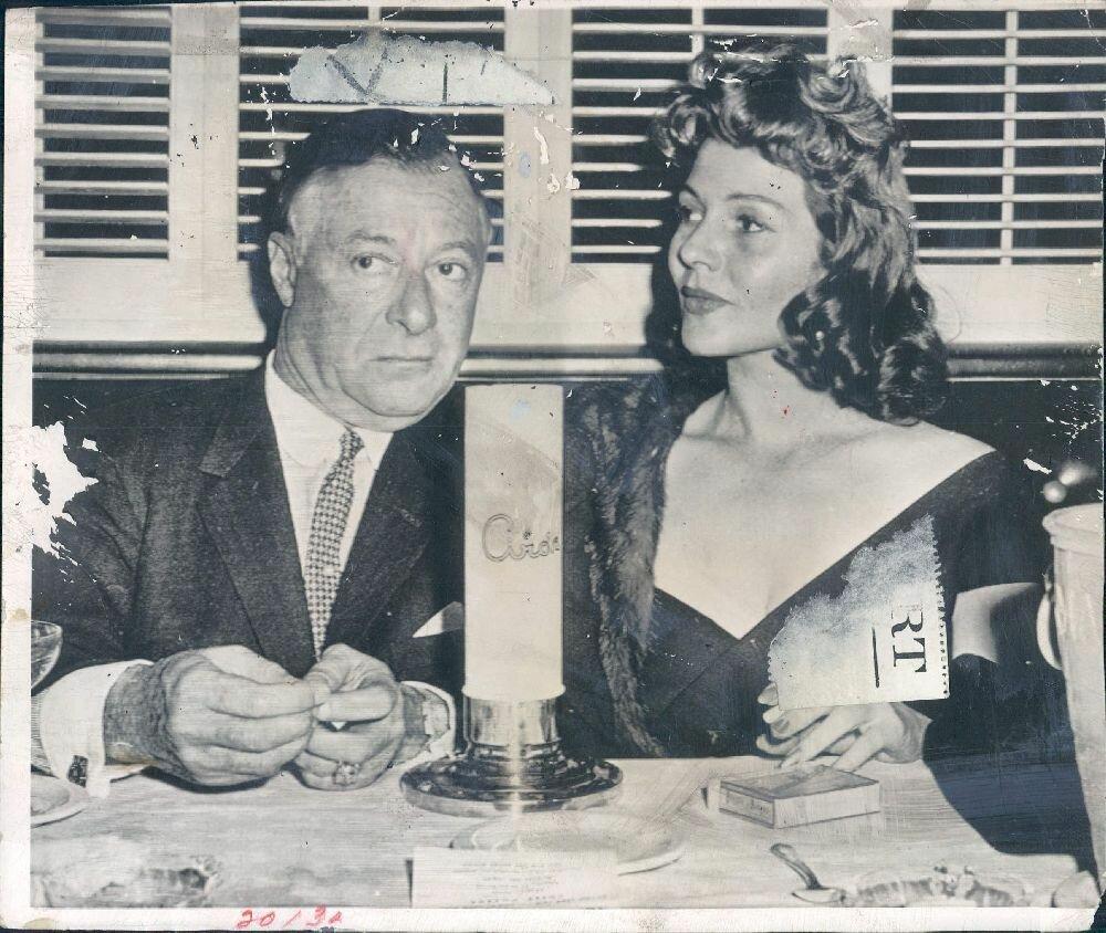 1957. Актеры Джордж Джессел и Рита Хейворт в Голливуде