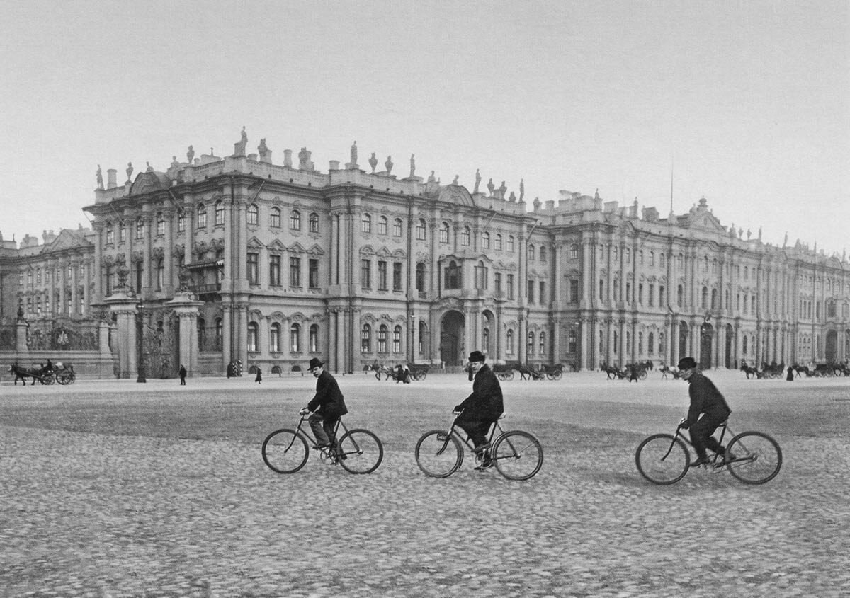 Зимний дворец со стороны Дворцовой площади. Около 1903 г.