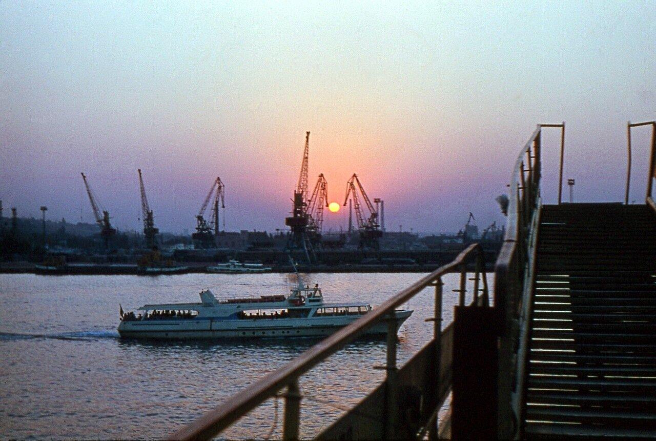 17. Закат в порту