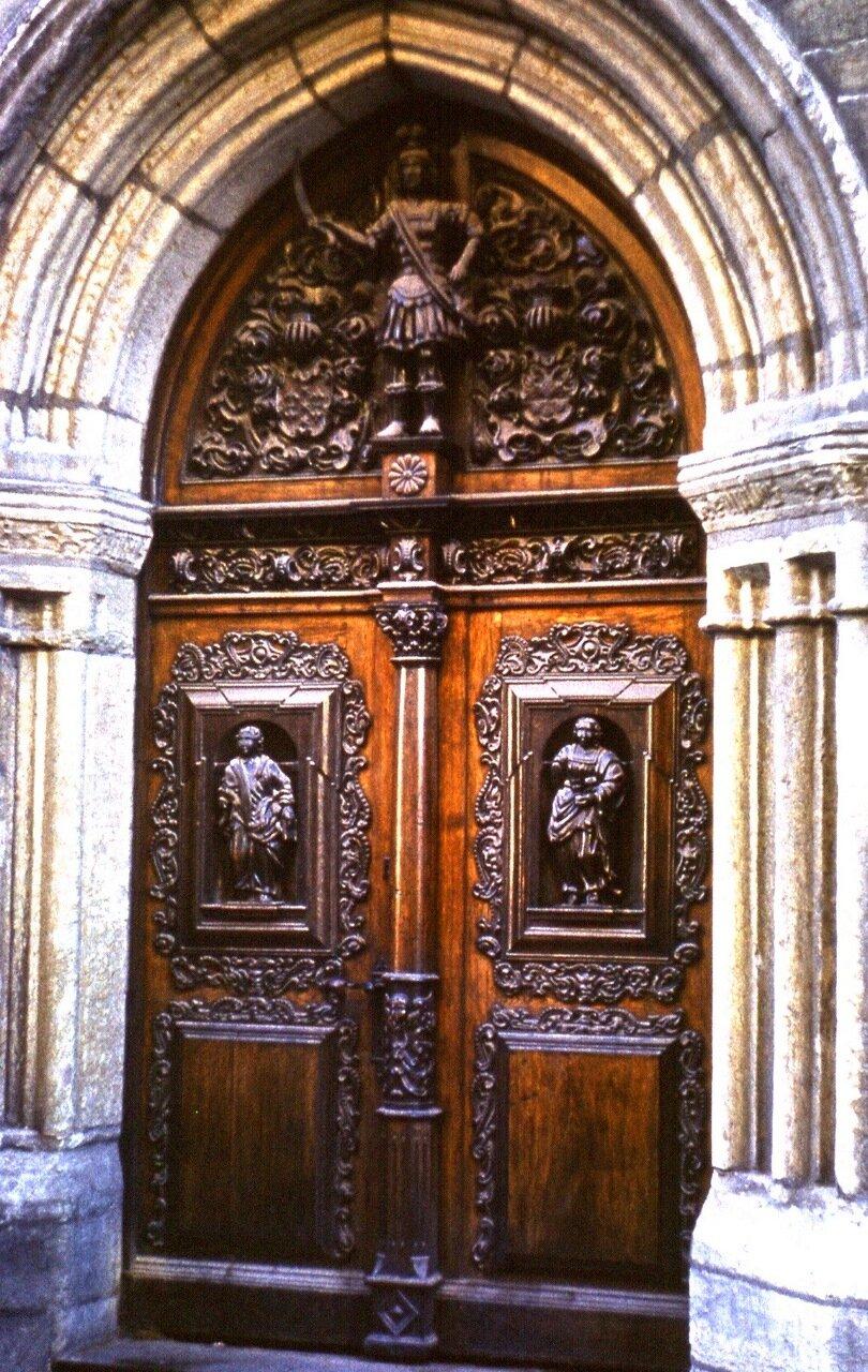 2.  Дверь дома 1498 г.