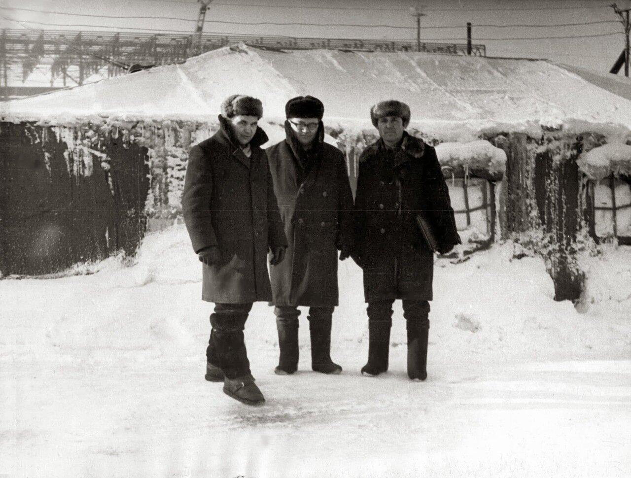 1972. Палатка АЗС