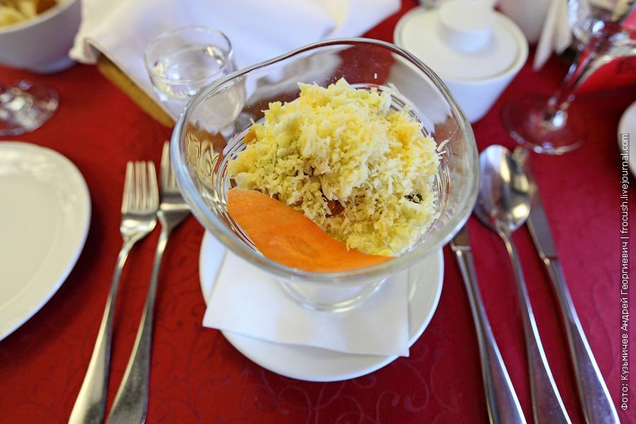 Салат «Мельница» (картофель, шампиньоны, курица, лук, морковь, сыр, яйцо)