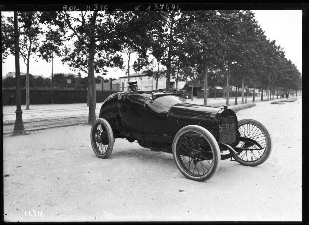 'La Coccinelle', a special-bodied Grégoire commissioned by Hubert Latham circa 1910 4.jpg