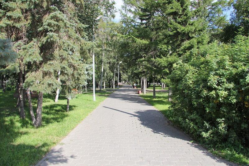 Аллея в Выставочном сквере, Омск