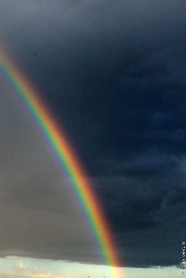 радуга делит небо на две части