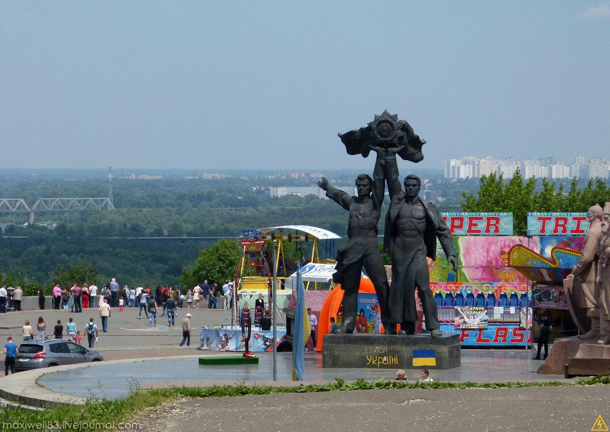 Хрещатий і Маріїнський парки у Києві