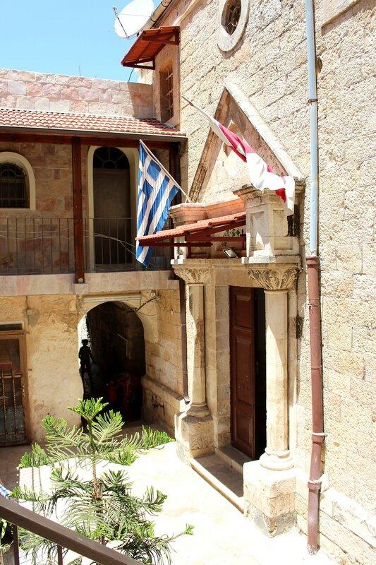 Вход  в  греко православную церковь  святой Екатерины