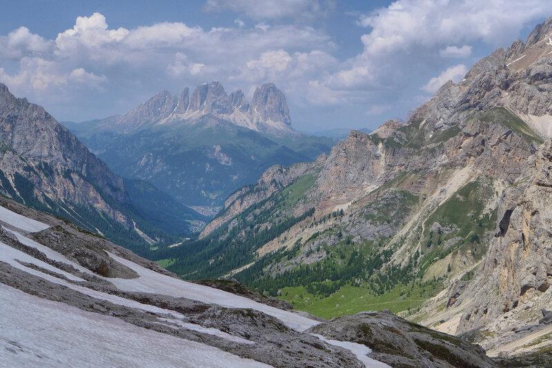 С перевала в долину