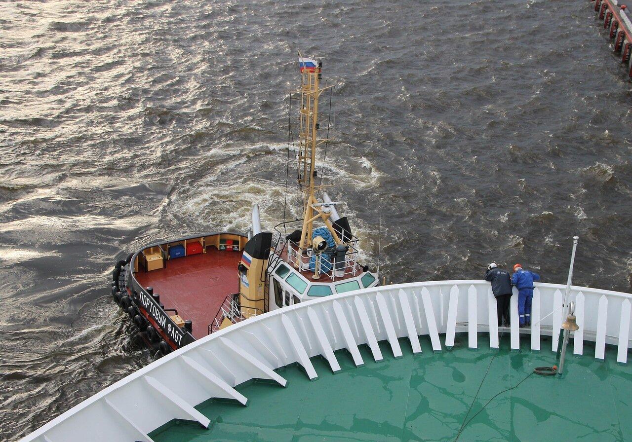 St. Petersburg, the Princess Maria ferry. tug