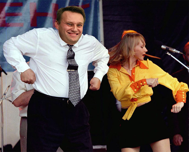 Навальный пляшет