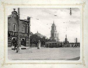 Трамвай у памятника царю