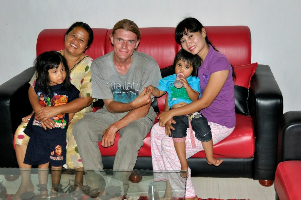 Внутри дома на Суматре