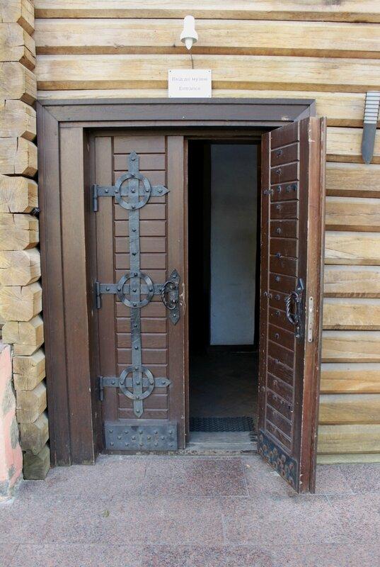 Вход в музей Золотые ворота