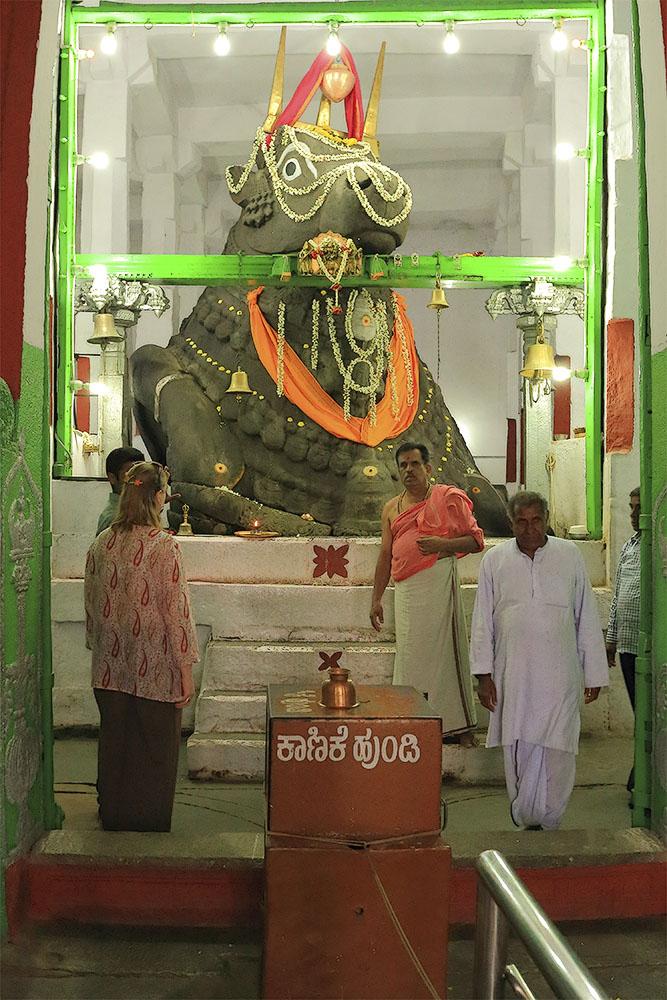 Фото 17. Экскурсии в Бангалоре. Храм Большого Быка (Big Bull Temple). Отдых в Индии