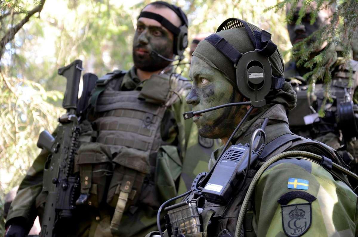 Очень грозная сила: Девушки в армейской униформе (29)