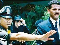 Niña vietnamita nunca olvidará el momento en que actuó junto a MJ  0_925b1_bdace29c_M