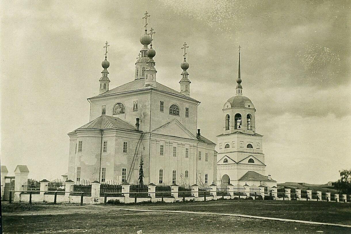 Соборная площадь. Свято-Троицкий собор