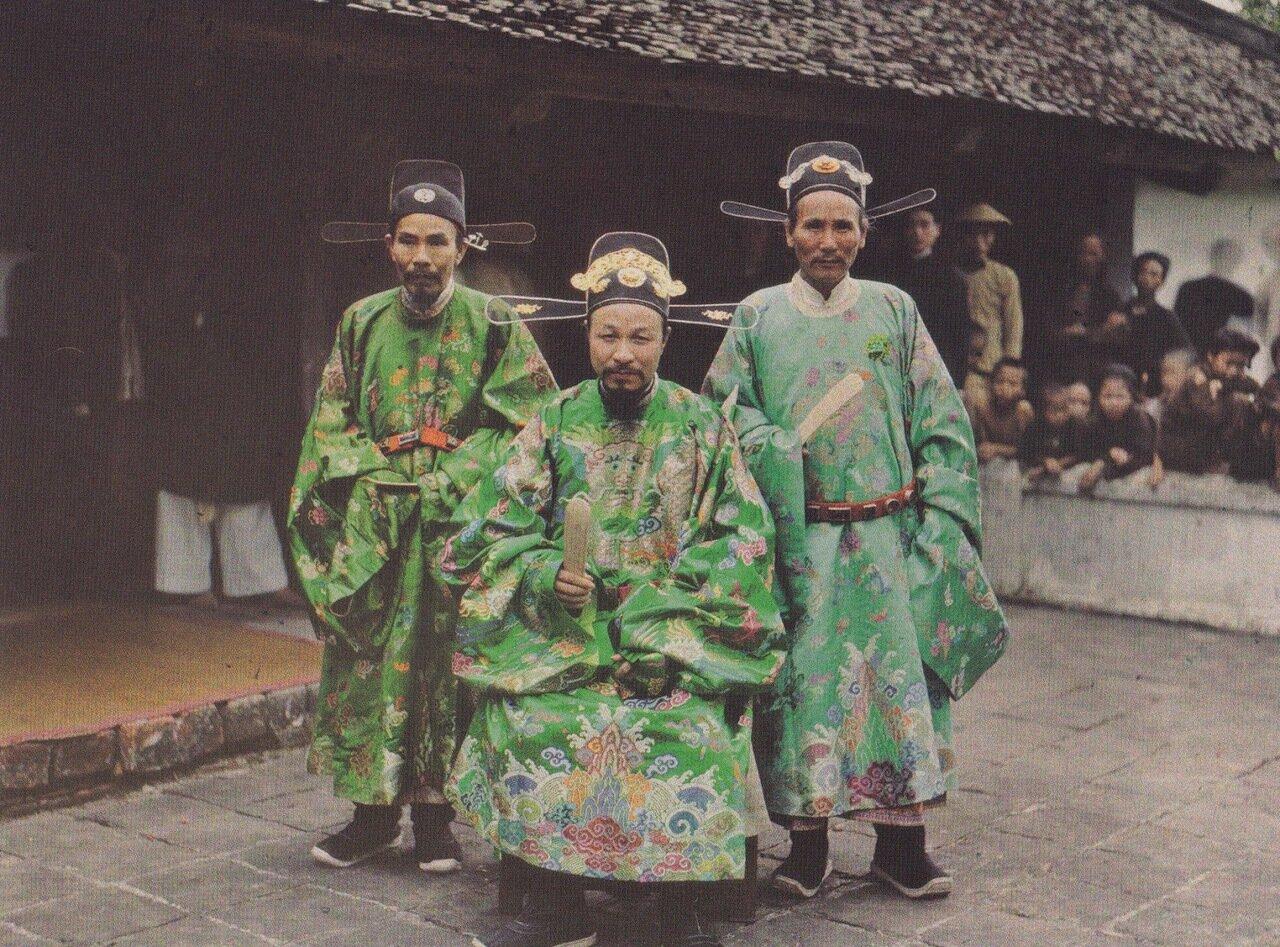 Ханой. Военный мандарин, губернатор и шеф-префект провинции