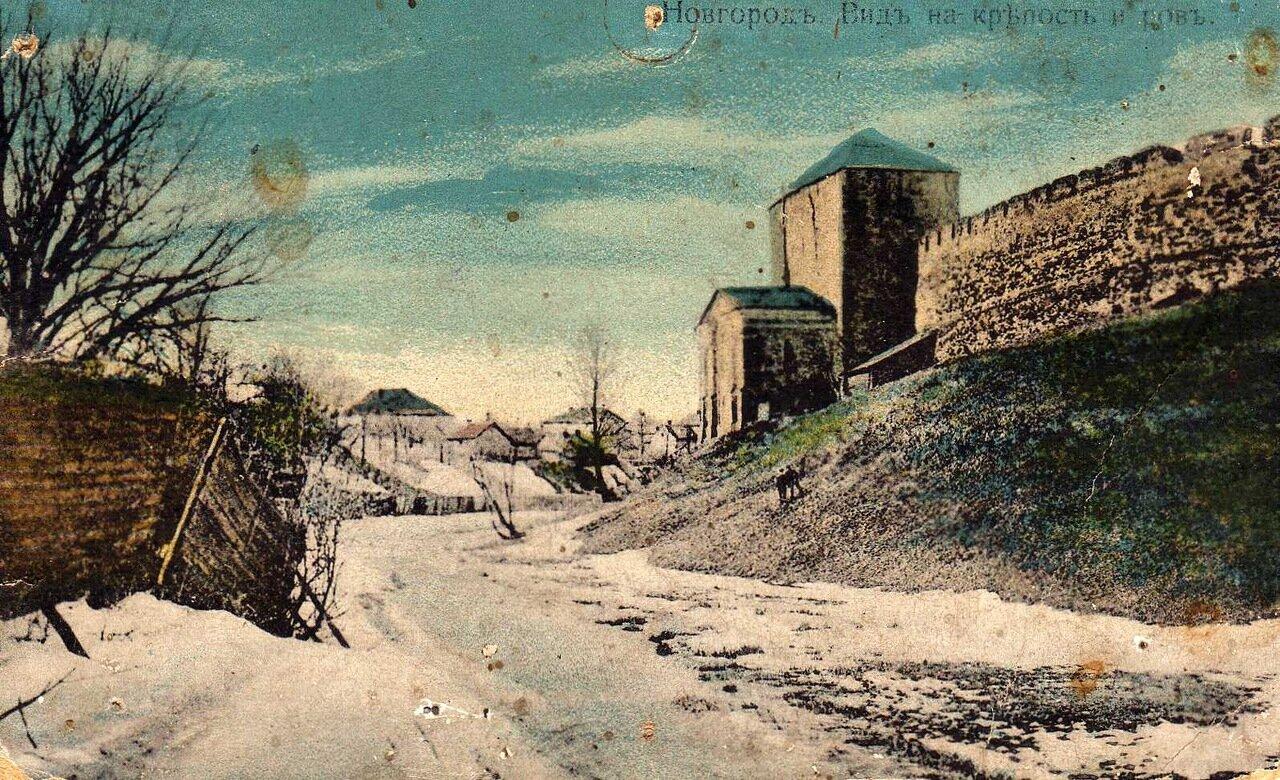 Вид на крепость и ров