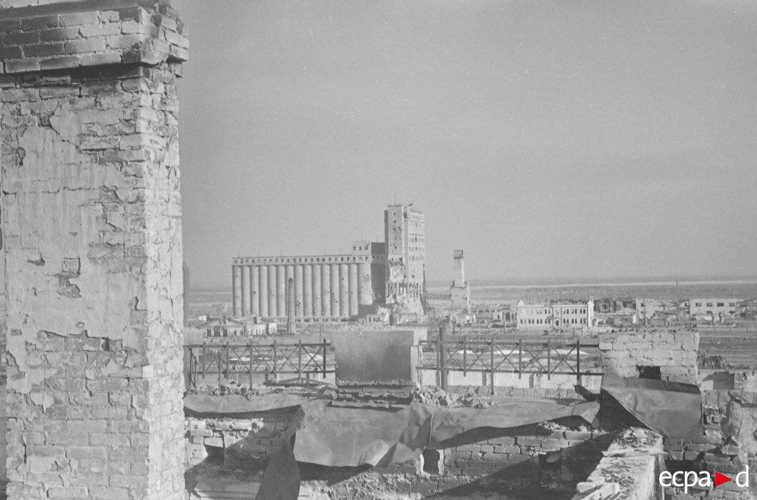 Элеватор, расположенный к югу от Сталинграда. Являлся важным ориентиром для артиллерии и бомбардировщиков немецких войск
