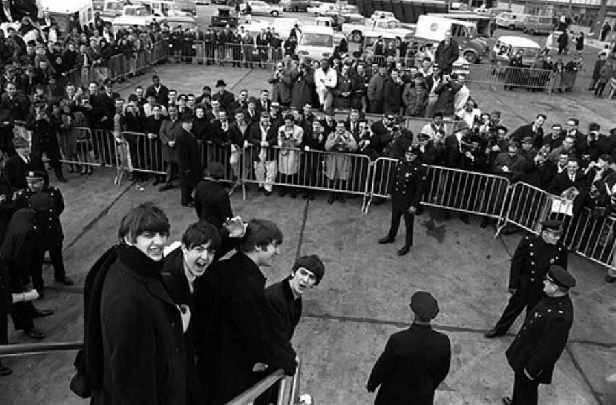The Beatles прибыли в Нью-Йорк, 7 февраля 1964 .jpg