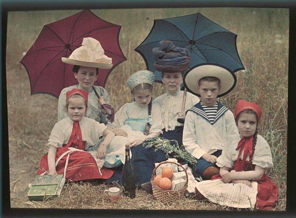 Таня, Наташа, Коля и Лиза Козаковы, Вера Николаевна Веденисова и Елена Францевна Базилева.jpg