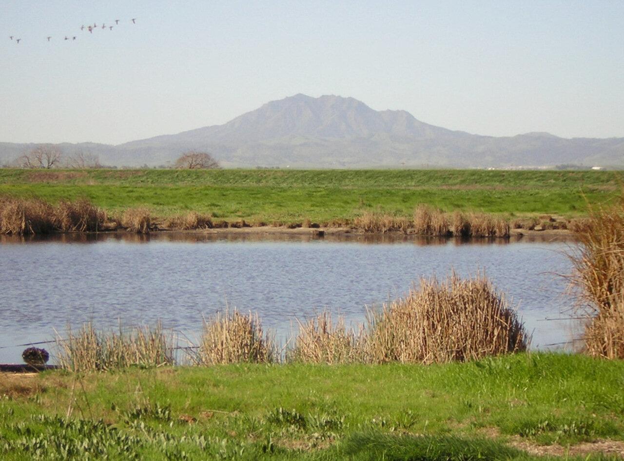 Земельный участок у воды и гор