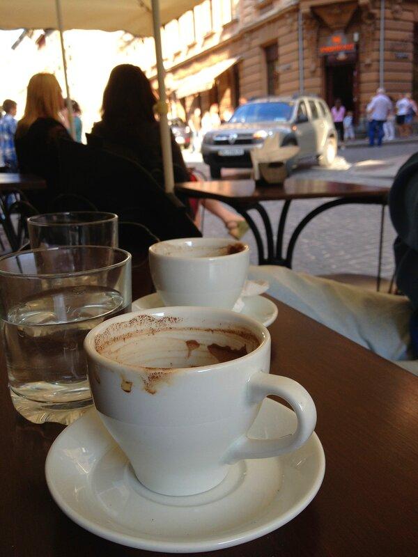 Кофе, город, утро, люди...