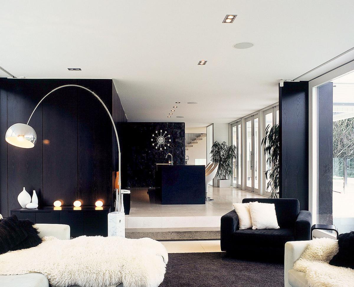 Whites Road, Dorrington Architects & Associates, частные дома в Окленде, дома Новой Зеландии фото, стены из базальта, черно-белый дизайн интерьера