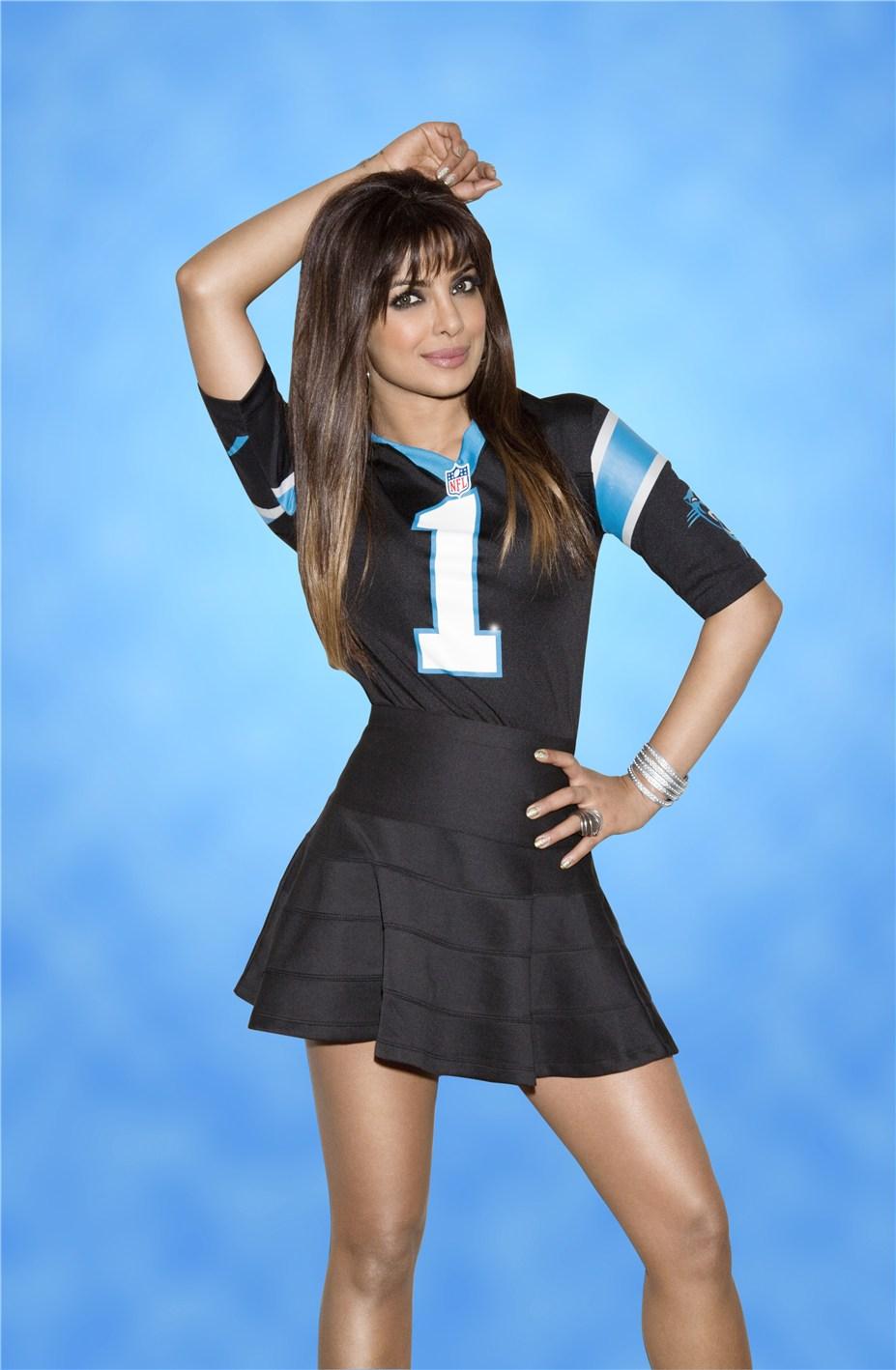 Priyanka Chopra / Приянка Чопра в униформе команды NFL Carolina Panthers / сезон 2013-14
