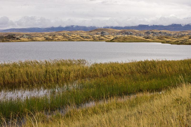 озеро Косколь и облака над Курчумским хребтом