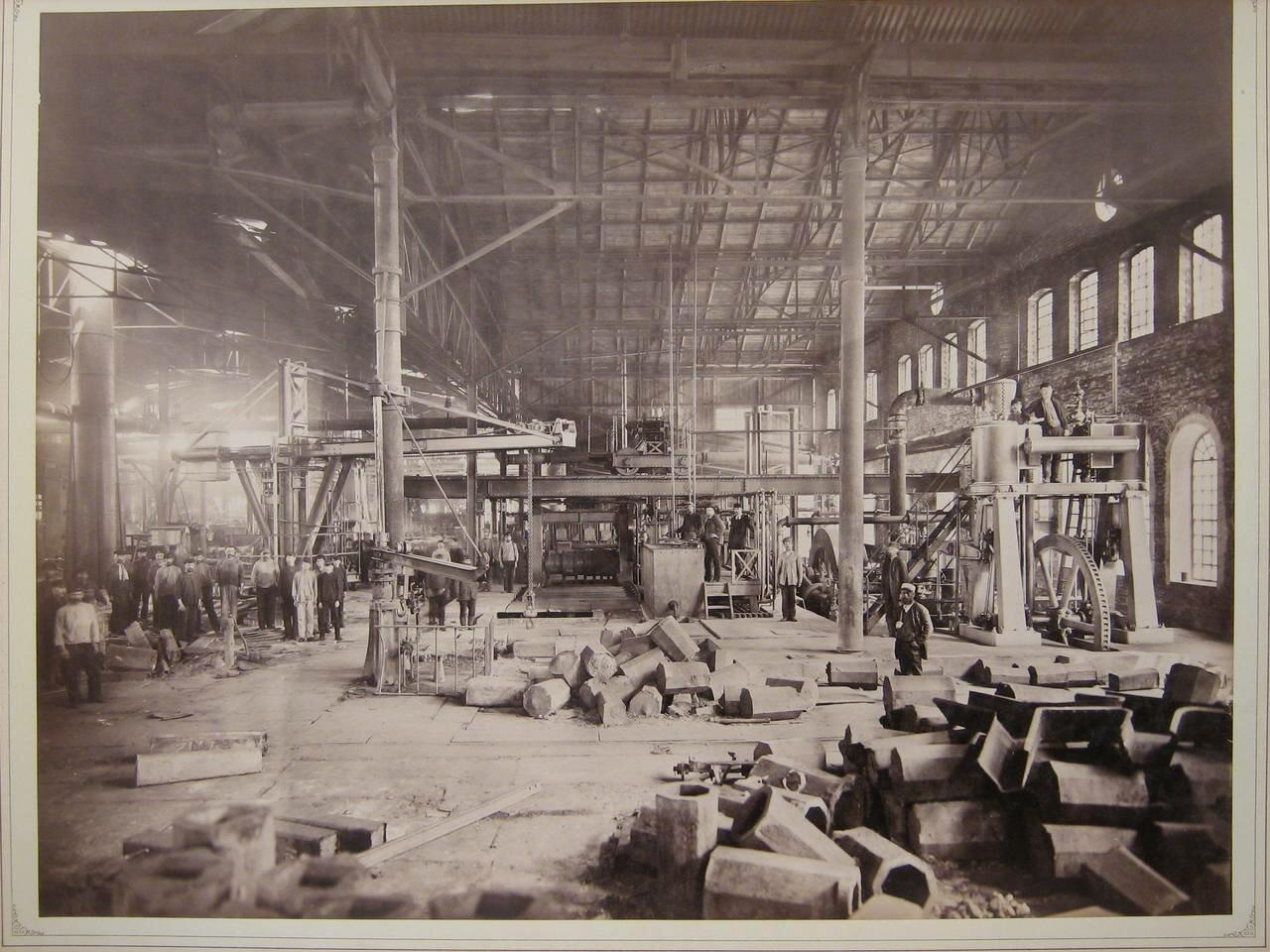 В заводском цеху