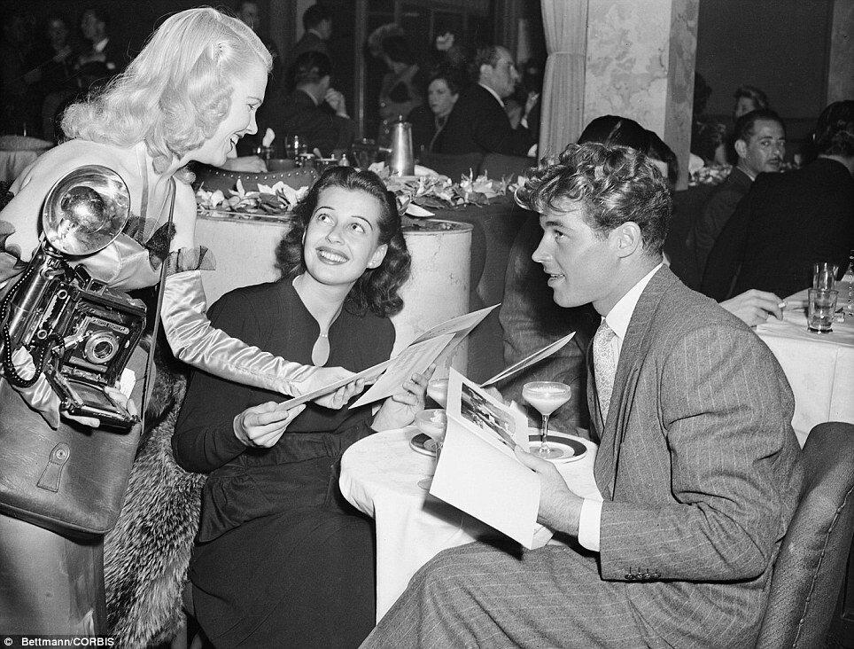 1946.Март. Гейл Рассел и Гай Мэдисон отправились в Сиро в Голливуде, чтобы скрыться от фотокамер