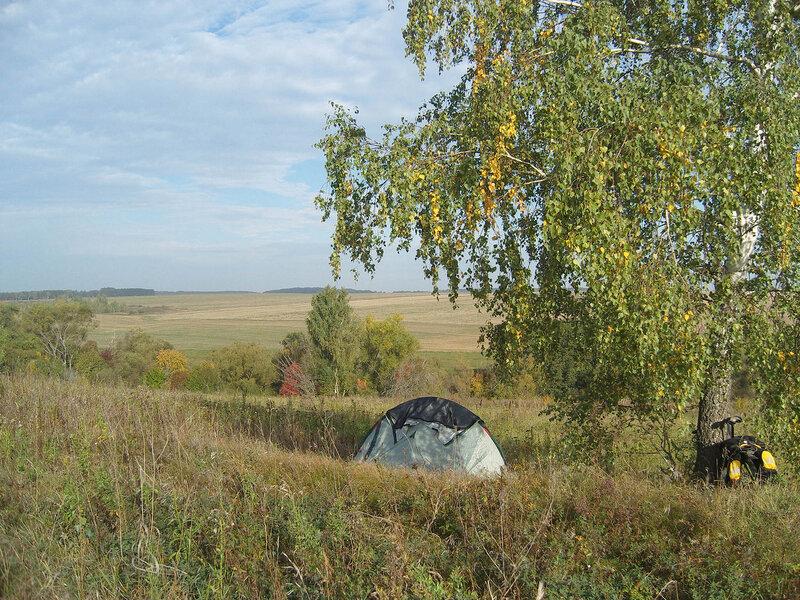 моя палатка под березой в долине Осетра