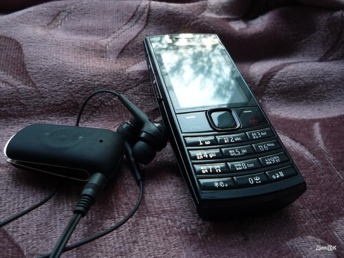 Nokia X2-02 (с блютуз-наушниками Jabra Clipper)