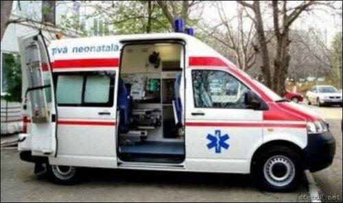 Фельдшер выпала из движущейся кареты скорой помощи