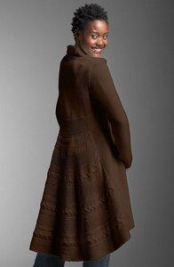 Эффектное пальто спицами с хвостом Шериданс