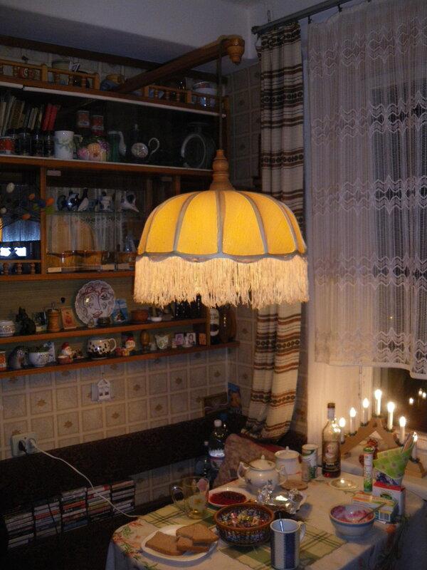 Тёплый абажур над кухонным столом