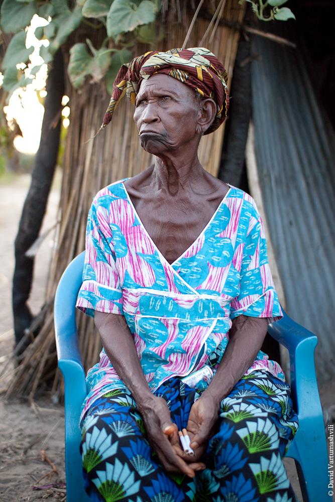 Сенегал, королева деревни Сипо возле Тубакуты.