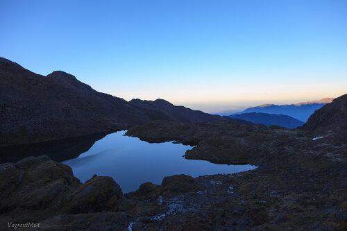 Магическое зеркало в рассветных горах