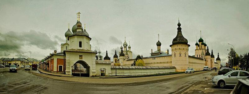Ростов Великий. Вид на кремль с Соборной площади.
