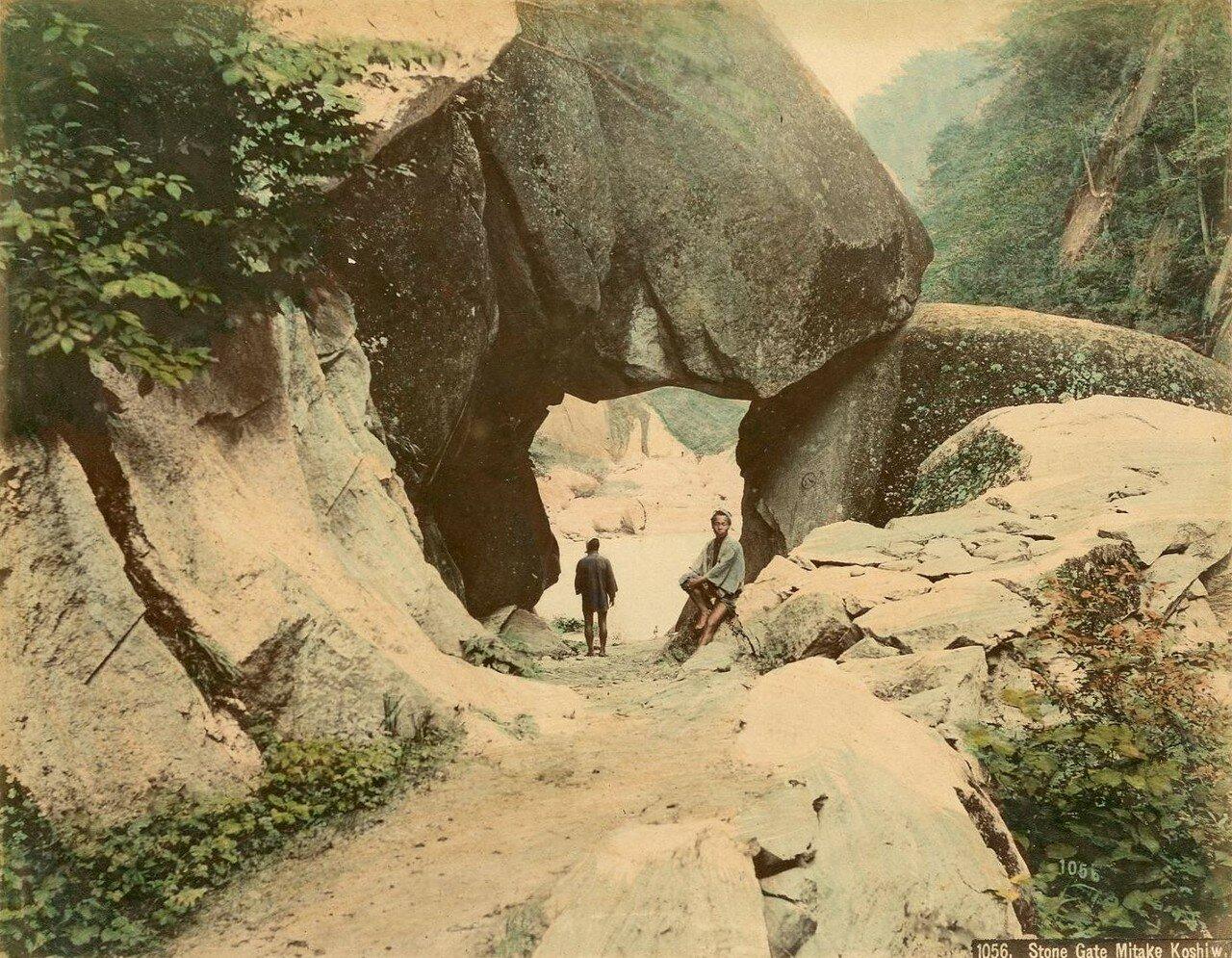 Митаке. «Каменные ворота»