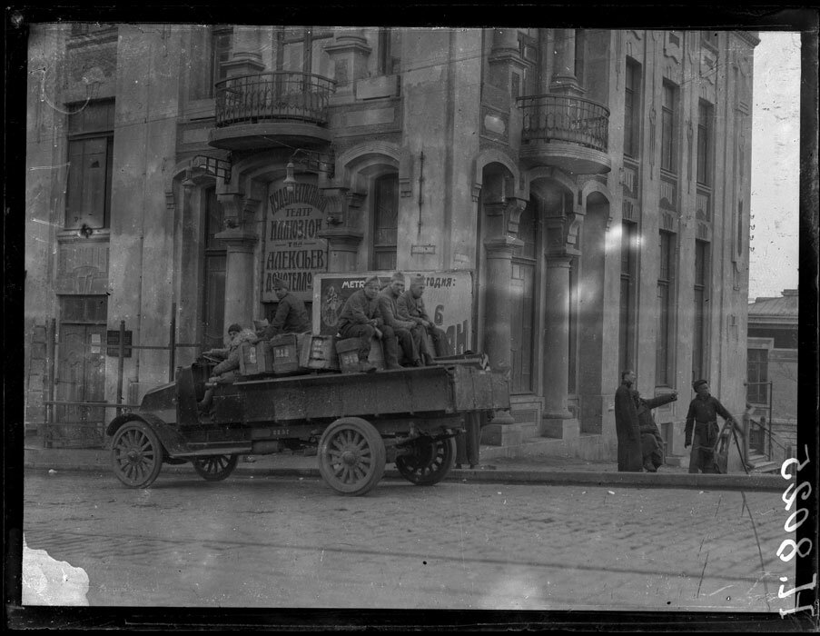 1919.7 марта. Владивосток. Французские солдаты в городе