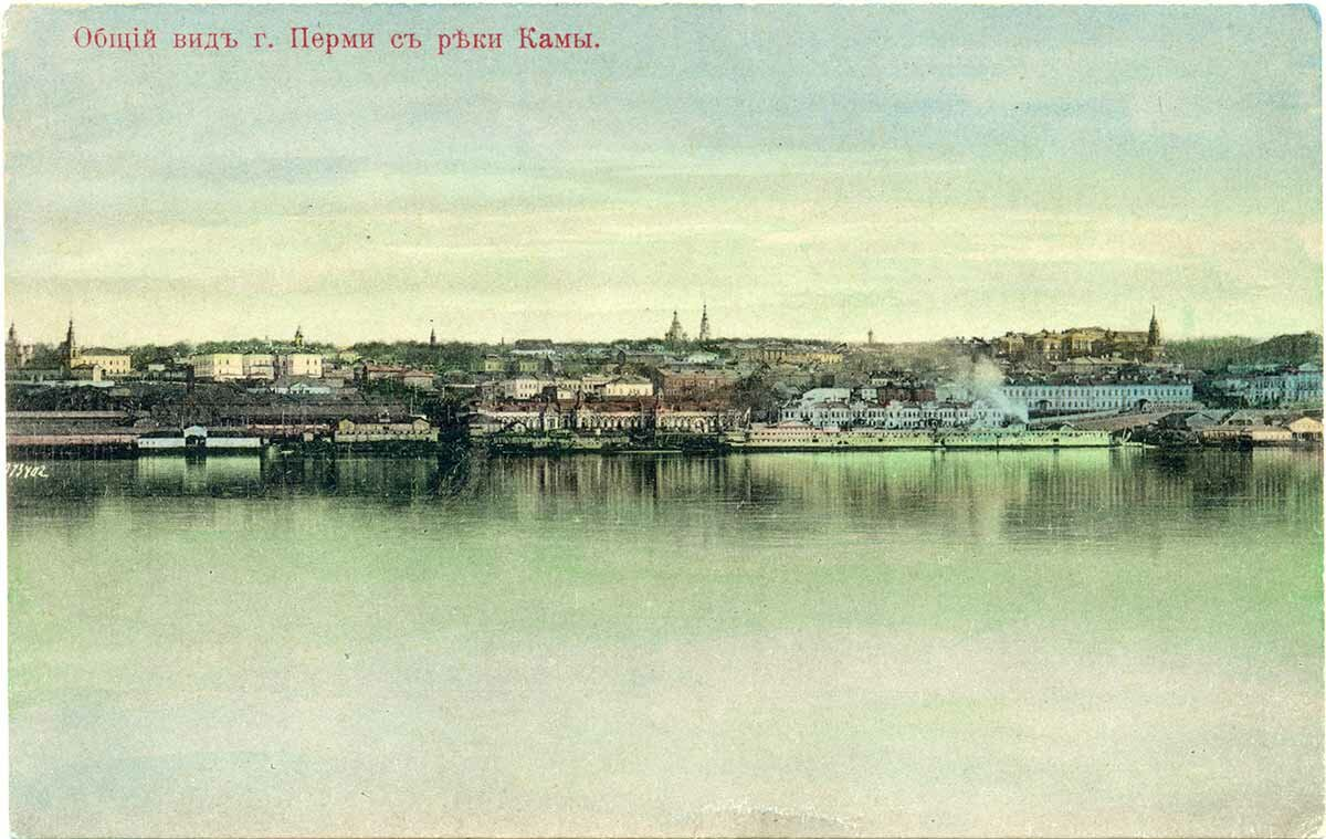 Общий вид города с реки Камы