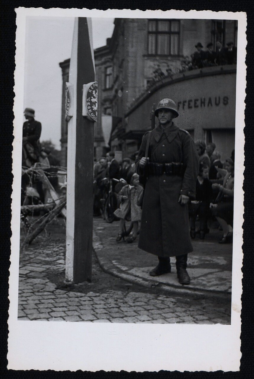 Польский пограничник на границе с Чехословакией