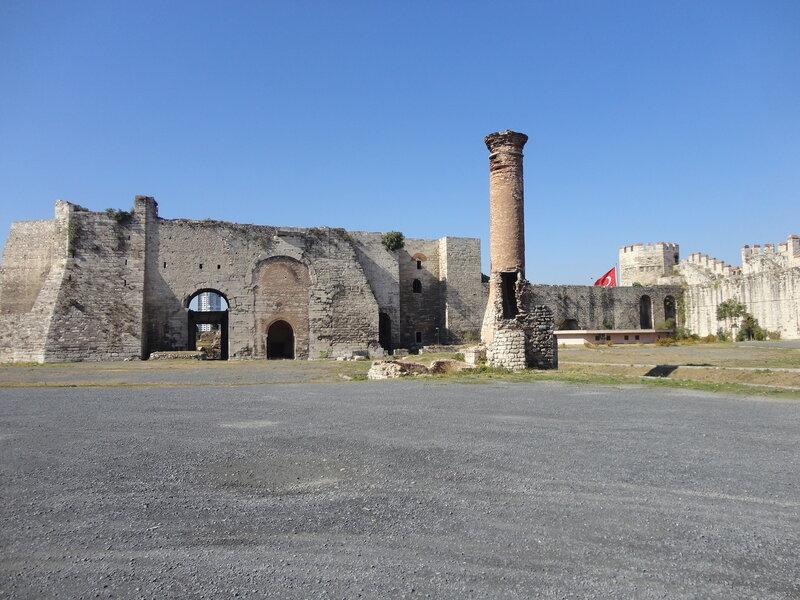 Семибашенный замок -