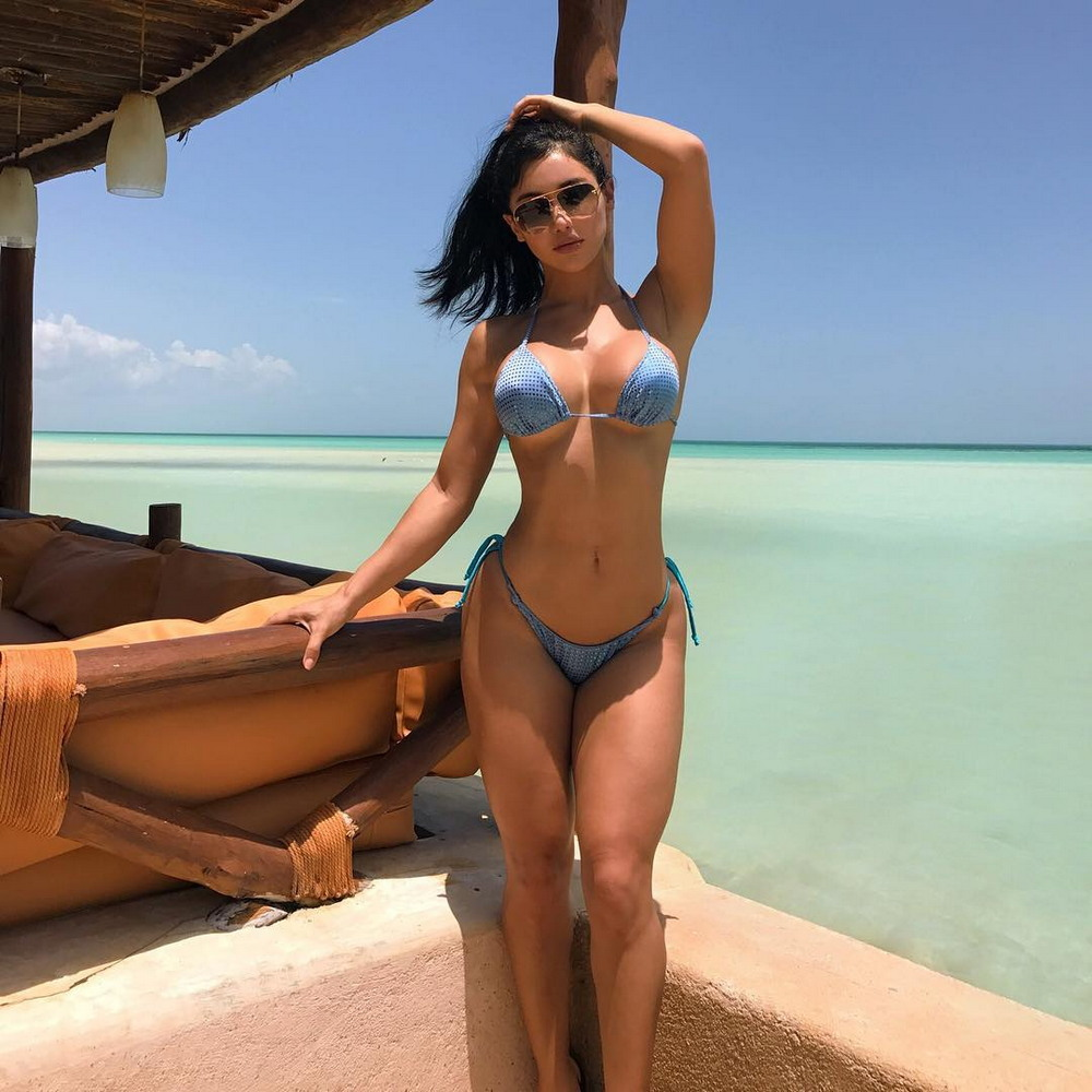 Жослин Кано на снимках из Instagram